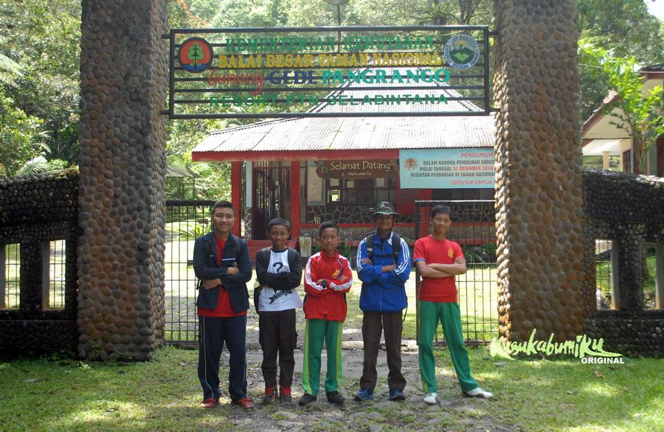 Berjalan 25 Kilometer, Pelajar ini untuk Mendapatkan Tanda Tangan