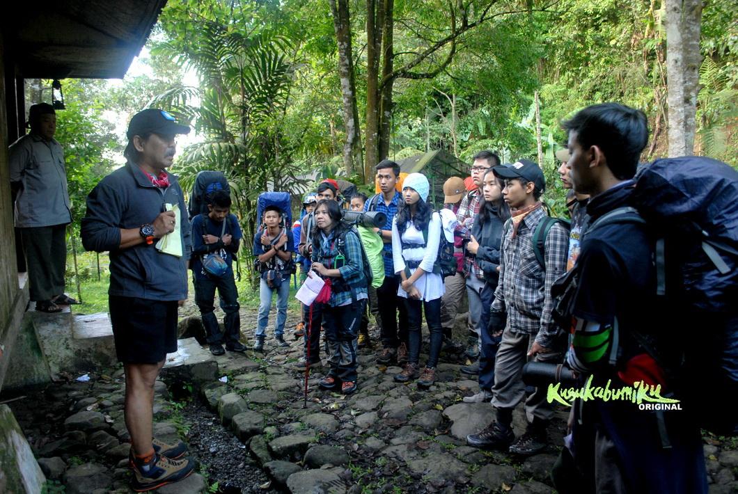 Mendaki Gunung Gede Pangrango Via Selabintana Mendapatkan Safety Talk