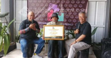 SKP Beri Penghargaan Kepada Budiyanto Jurnalis Lingkungan